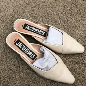 Like new Jacquemus leather sandals in ivory size35